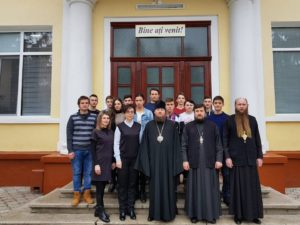 """Preasfințitul Episcop Ioan în vizită la Colegiul """"Mihai Eminescu"""" din Soroca"""