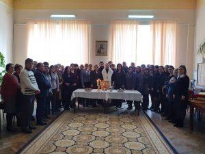 """Slujba de pomenire a cadrelor didactice ce au activat în Colegiul """"Mihai Eminescu"""" din Soroca"""